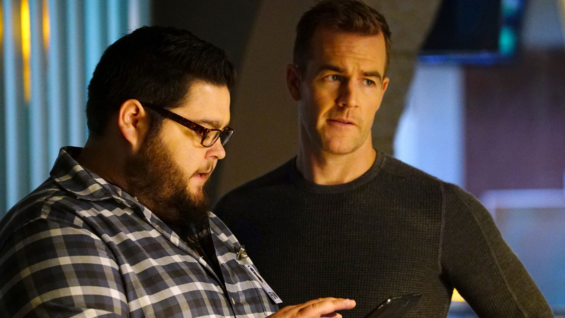 Charley Koontz as Agent Daniel Krumitz and James Van Der Beek as Agent Elijah Mundo