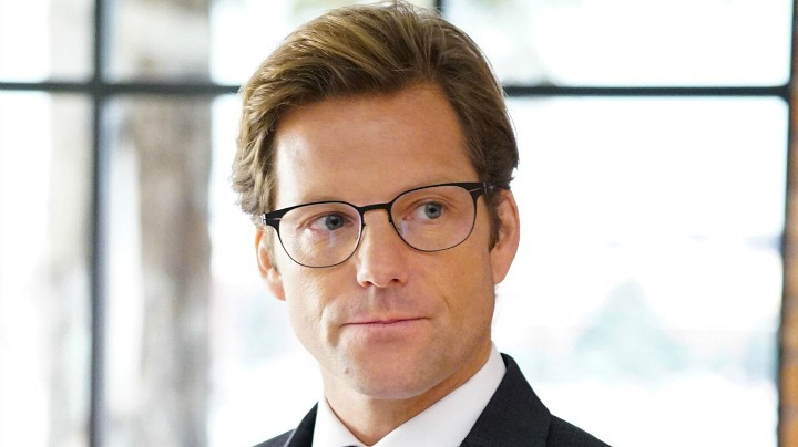 Jamie Bamber as Jake Malloy