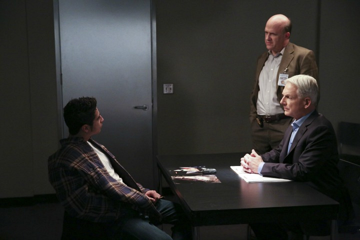 Gibbs interrogates a suspect.