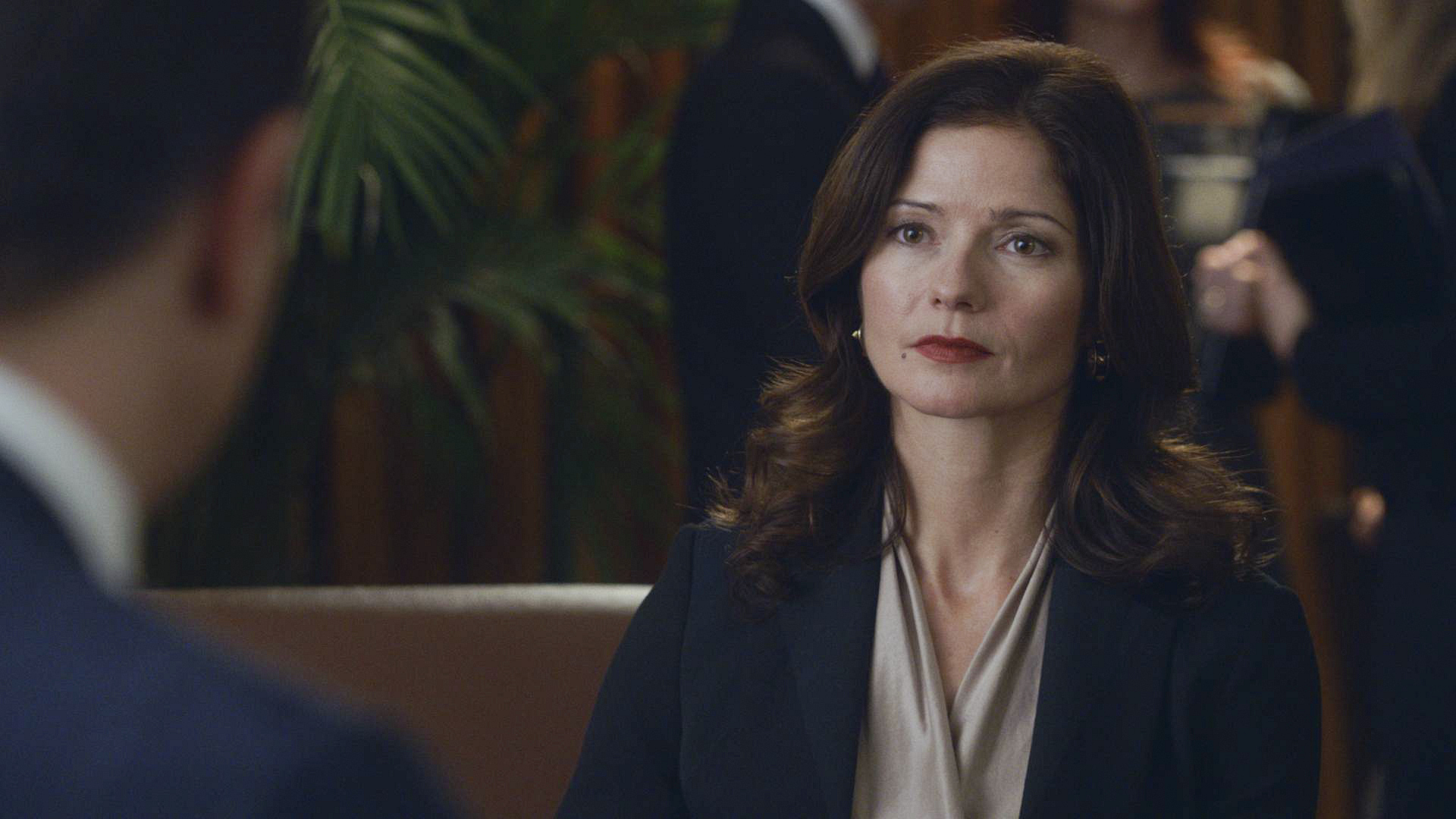 "Competition to align with a powerful New York lawyer in ""A Few Words"" S5 E14"