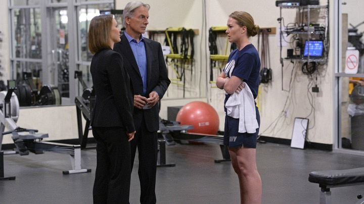 Kelli Williams as NCIS Special Agent Maureen Cabot, Mark Harmon as Leroy Jethro Gibbs, and Kelly Frye as Navy Lieutenant Kara Gifford