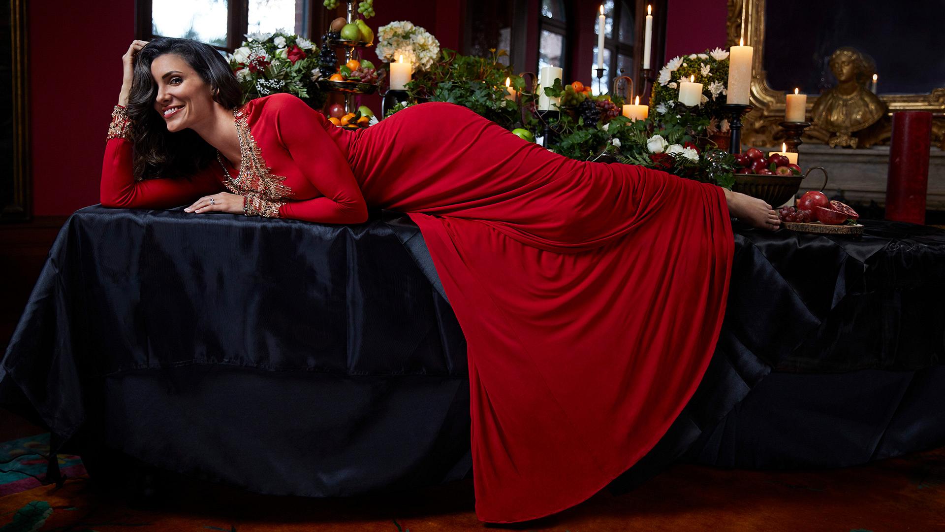 Take a festive cue from fa la la la la fa-bu-lous Daniela Ruah!