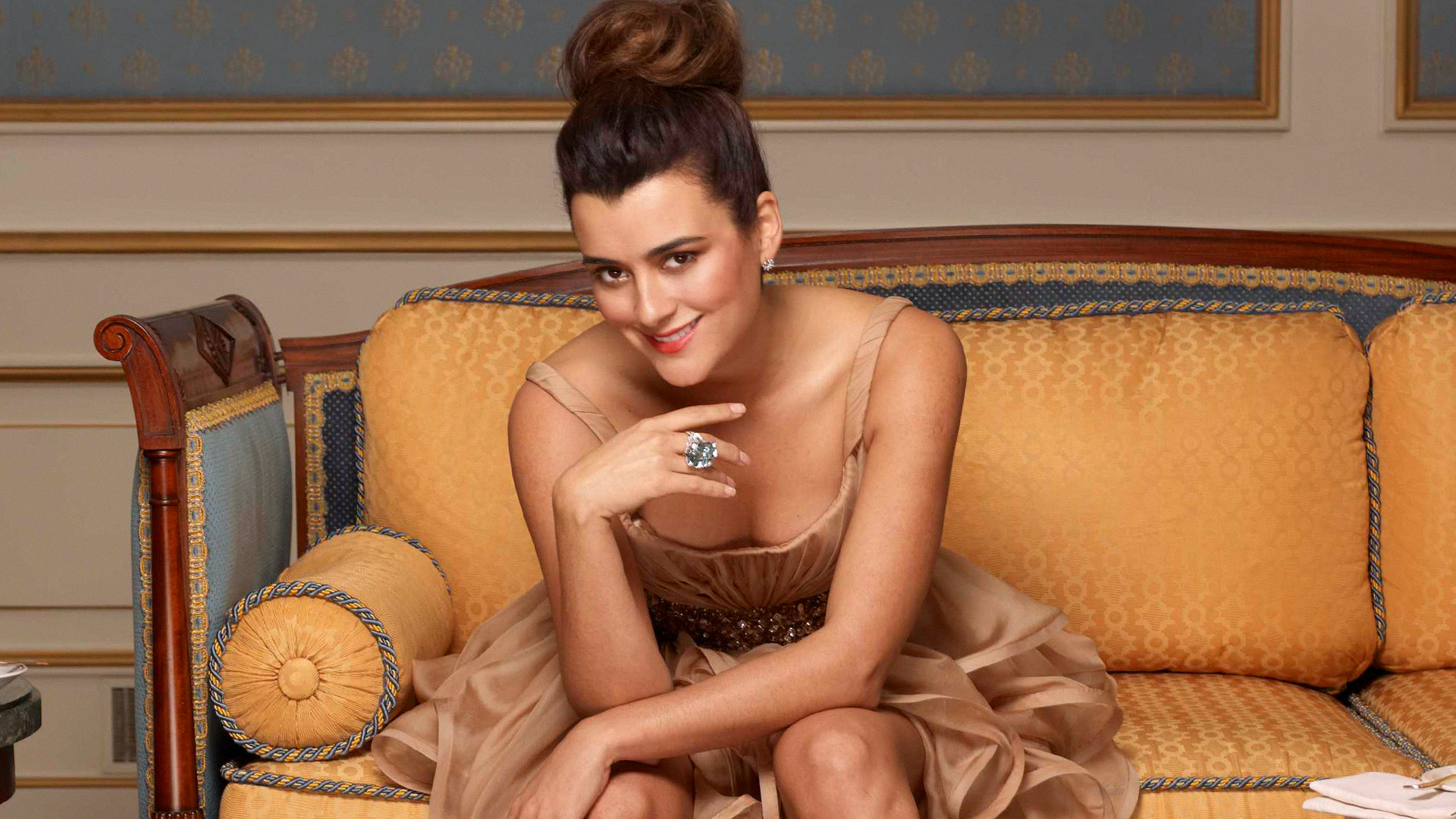 Hello, gorgeous! Brunette bombshell Cote de Pablo is a vision in these fashion photos.