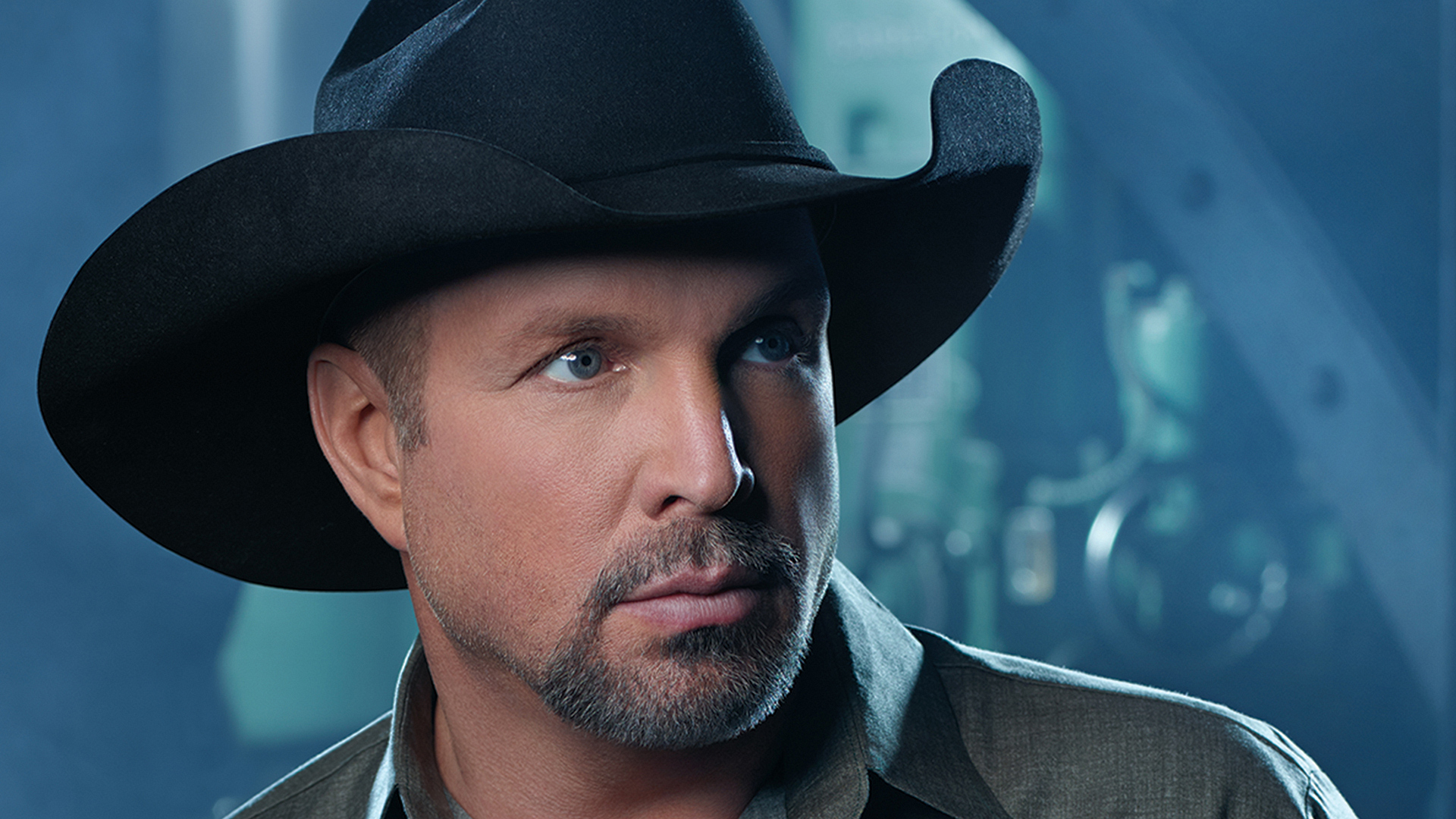 Ladies and gentleman, a round of applause for country legend Garth Brooks.