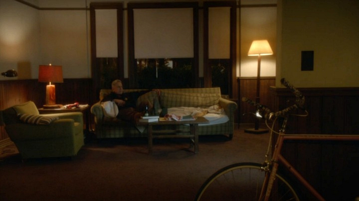 Head into Gibbs' living room.