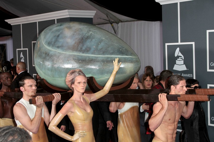 Lady Gaga made an egg-cellent red carpet arrival.