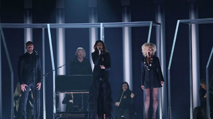"Little Big Town performs ""Girl Crush"" at the 2016 GRAMMYs."