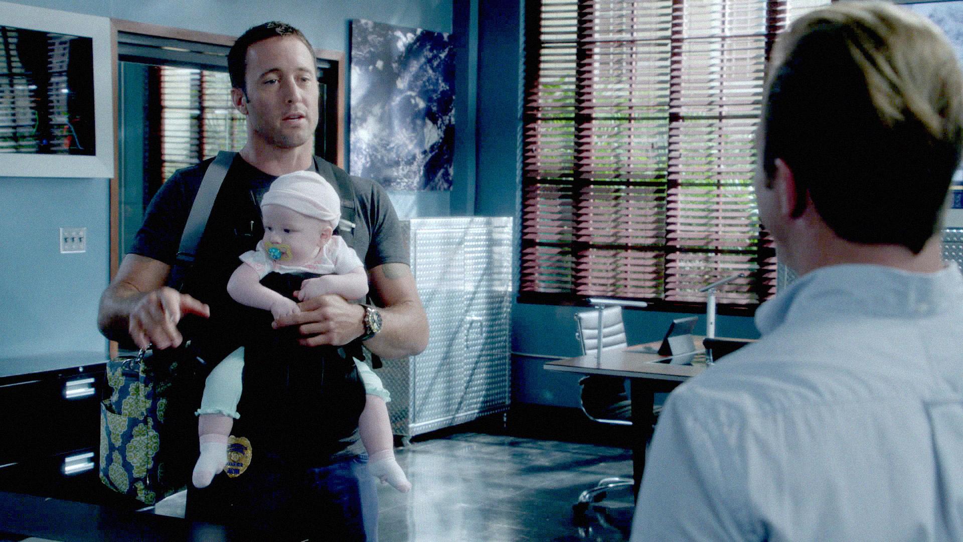 """Baby Straps in """"Ua Nalohia"""" Season 4 Episode 7"""