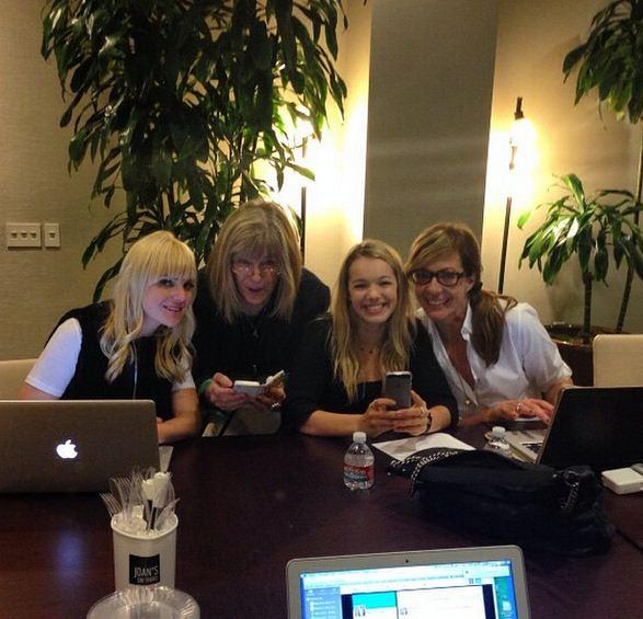 Mom Instagram - Live Tweeting the Season Premiere