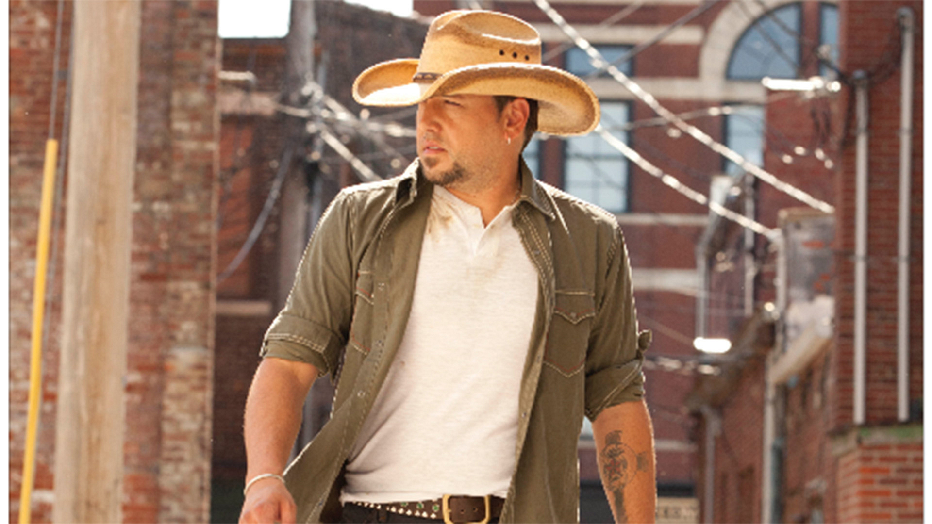Jason Aldean is definitely our kind of country superstar!
