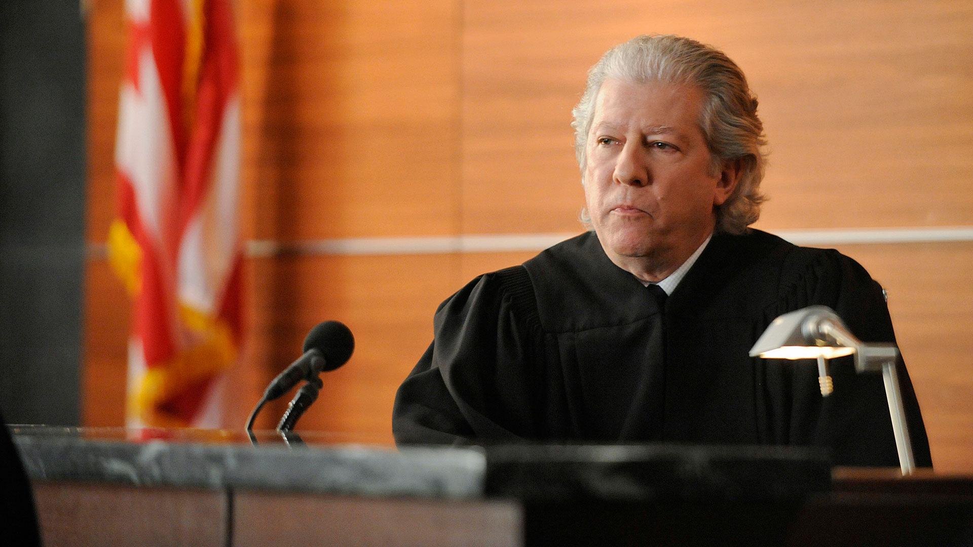 Judge Harvey Winter (Peter Riegert)