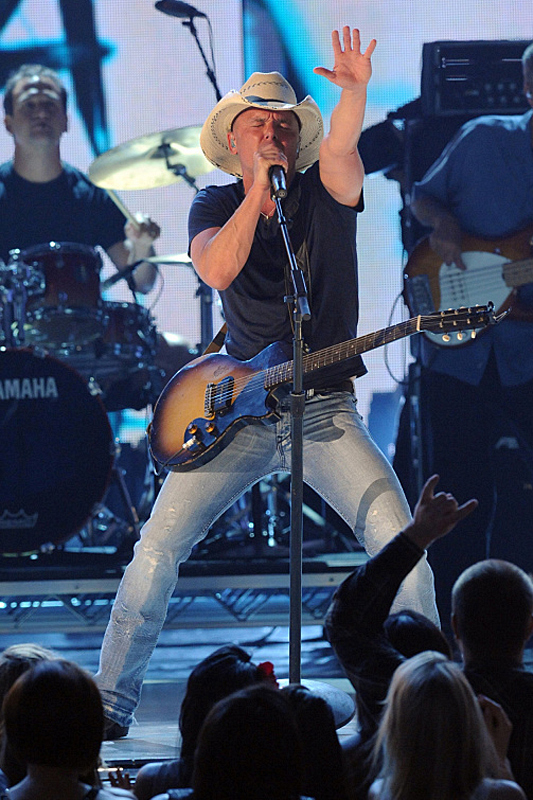 <b>Kenny Chesney – First Fan-Voted ACM Entertainer of the Year</b>