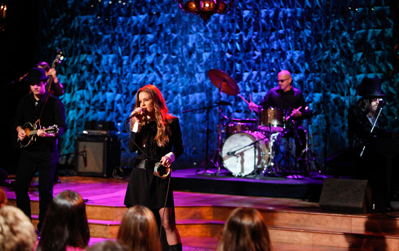 Lisa Marie Presley Performs