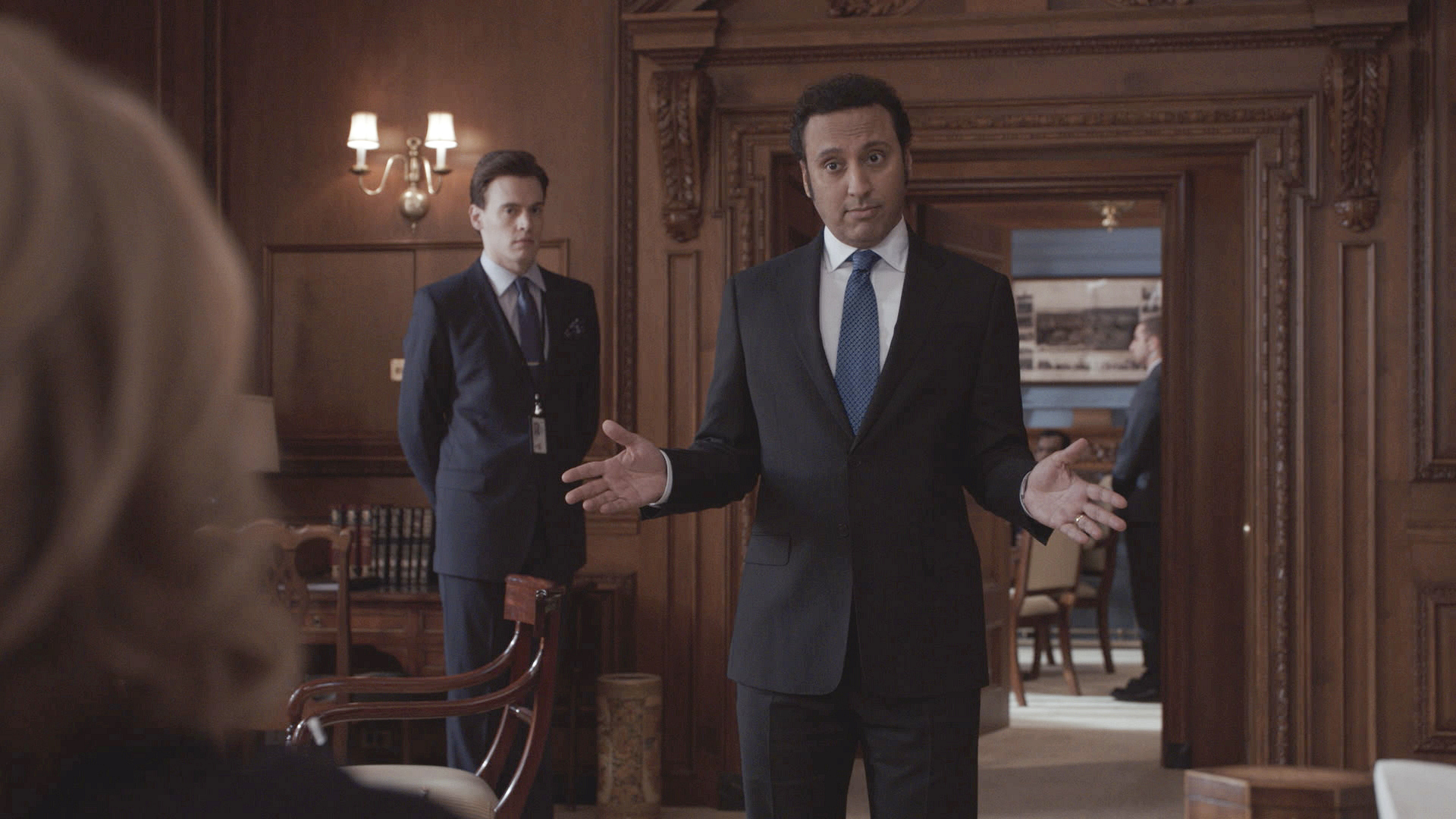 Guest star Aasif Mandvi - S1E13