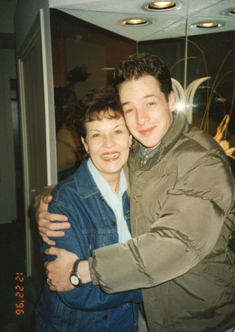 "Moms Behind ""Mom"" - French Stewart"