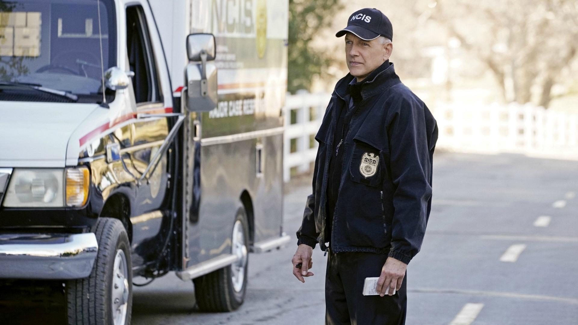 Gibbs examines the crime scene.