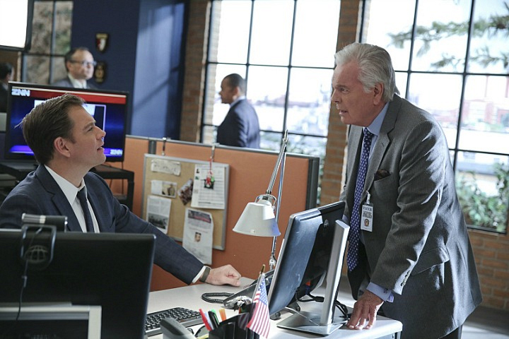 DiNozzo, Sr. stops by the NCIS office.