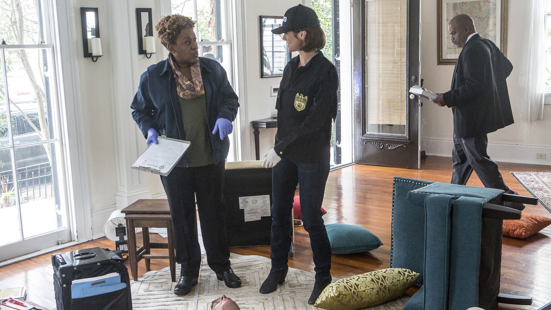 CCH Pounder as Dr. Loretta Wade and Zoe McLellan as Meredith Brody