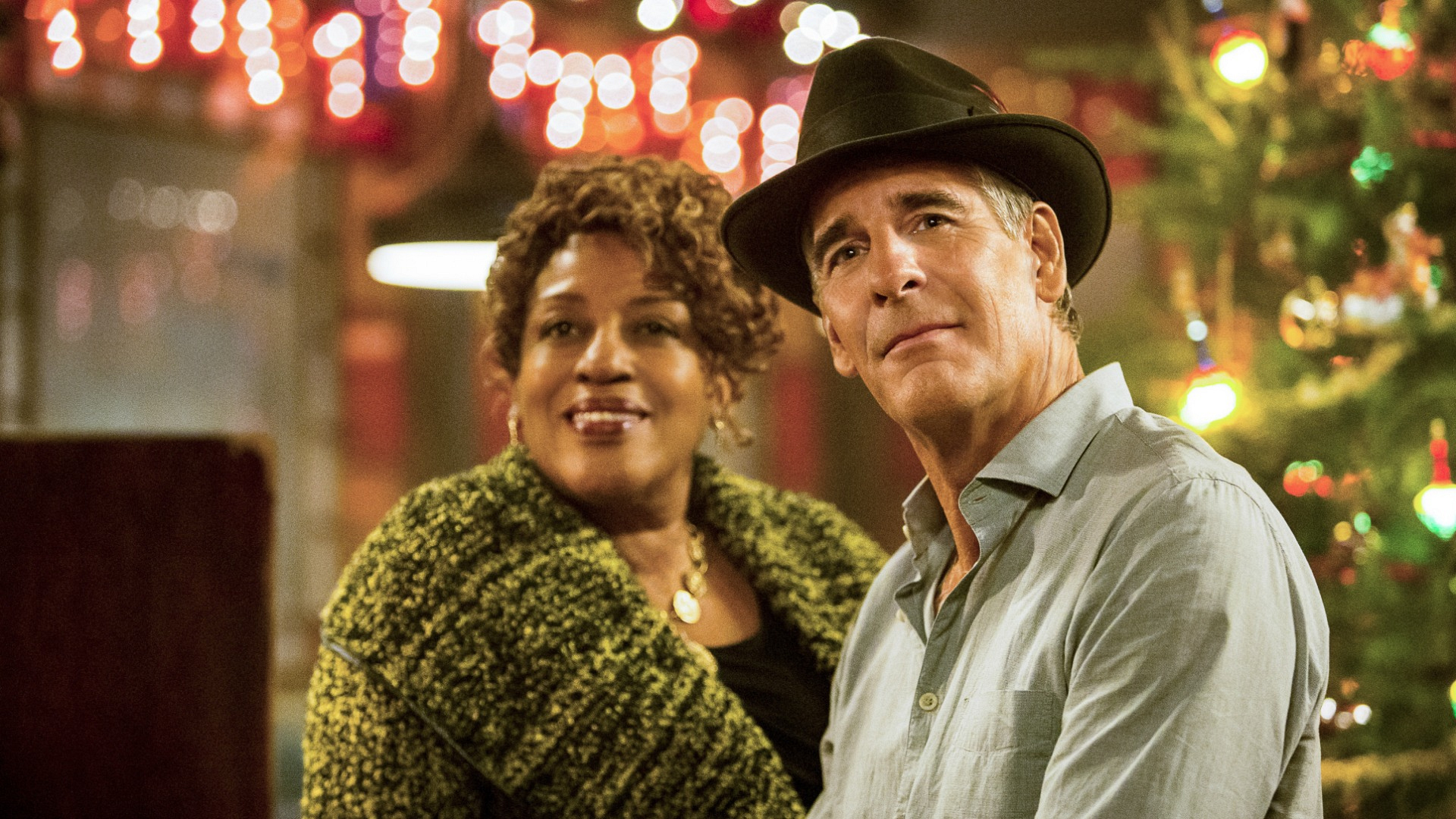 It's Dr. Loretta Wade and Cassius Pride from NCIS: New Orleans!