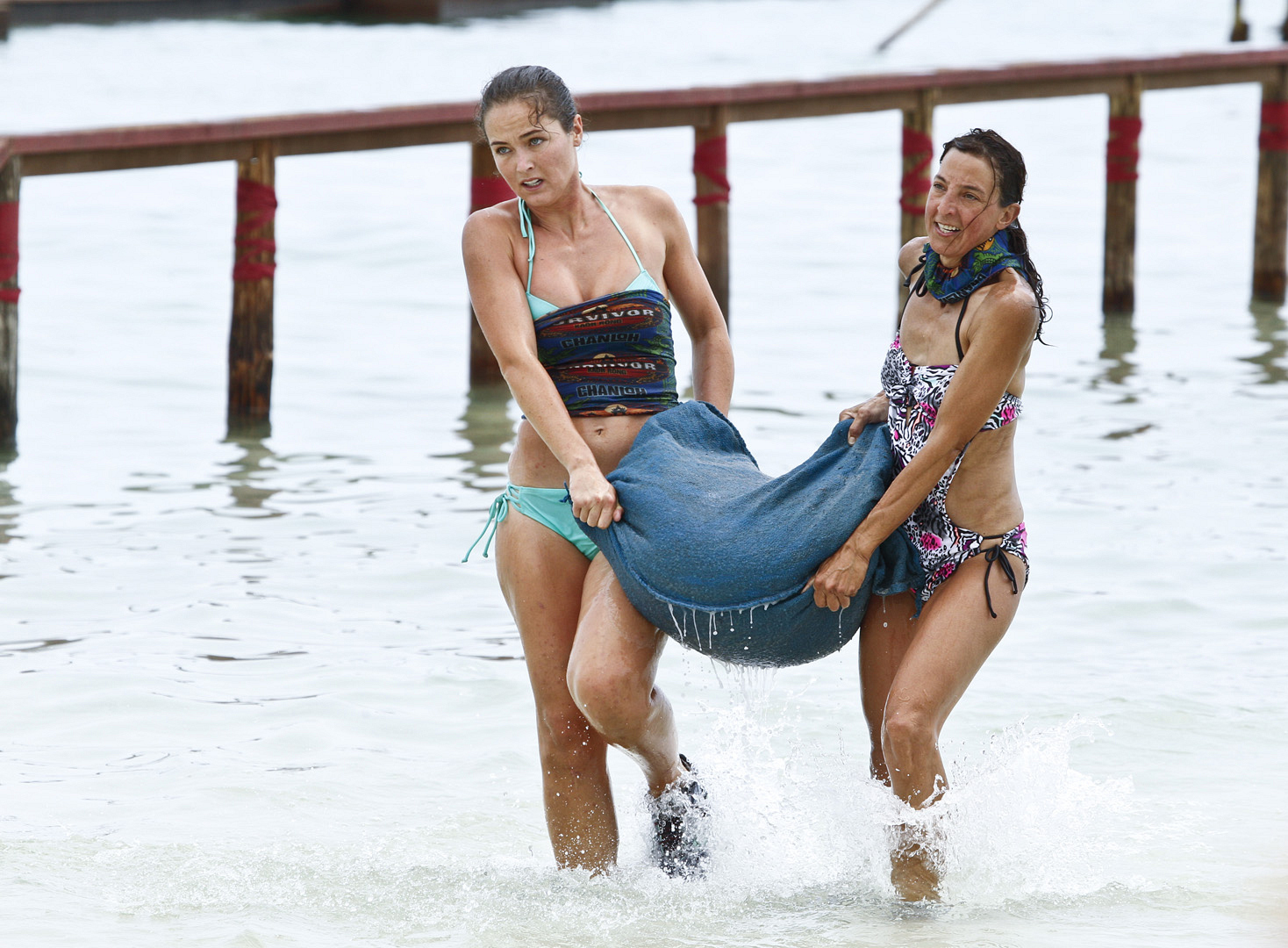 Liz and Debbie work together and try to win Immunity for the Brains Tribe.
