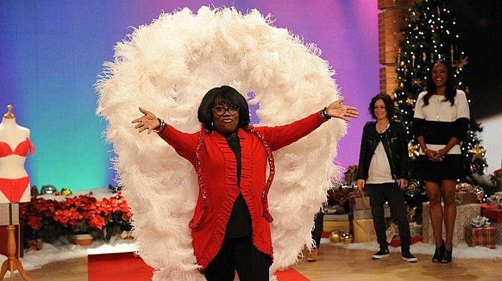 Sheryl Underwood werked it in wings and red.