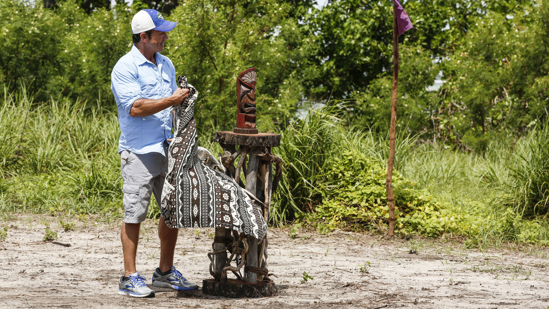 Jeff unveils the coveted Immunity Idol before the start of the first challenge.