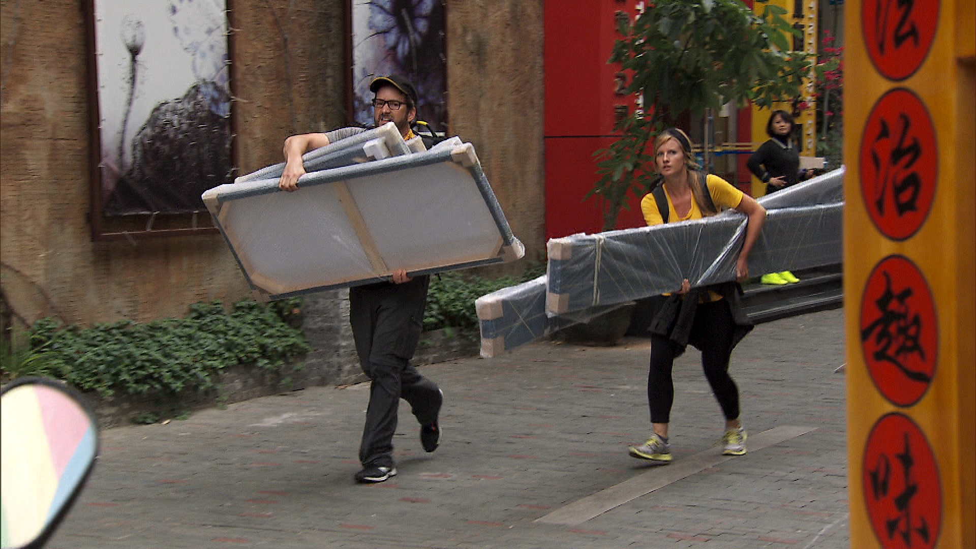In Detour B, Burnie and Ashley run down the street to deliver the paintings.