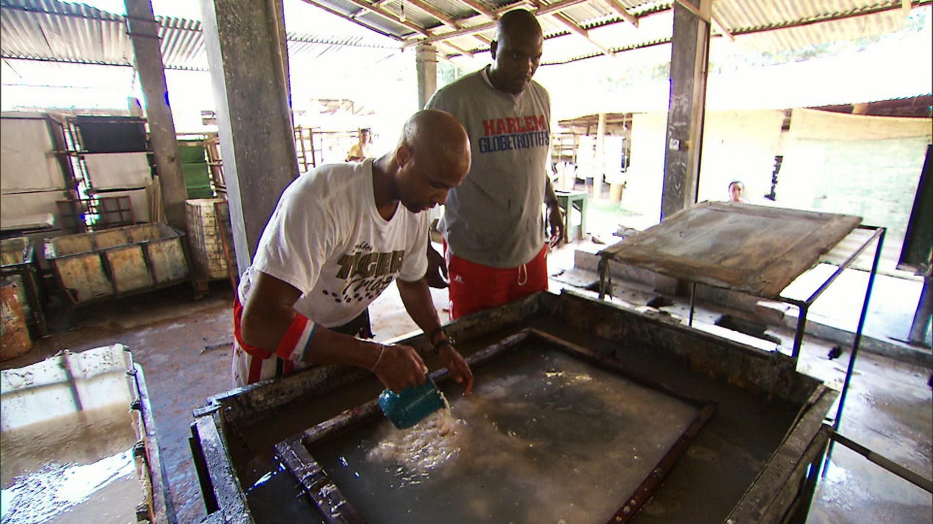 Making paper in Sri Lanka in Season 24 Episode 6