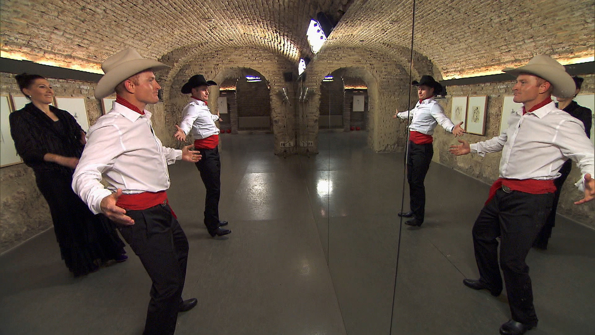 Cowboys perform Detour A in Season 24 Episode 10