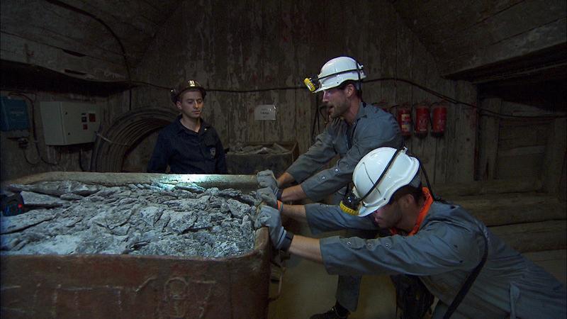In Detour A, #TeamTexas break their backs in the Wieliczka Salt Mines