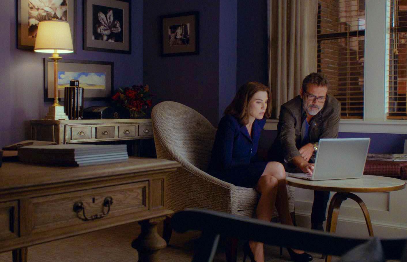 Julianna Margulies as Alicia Florrick and Jeffrey Dean Morgan as Jason Crouse