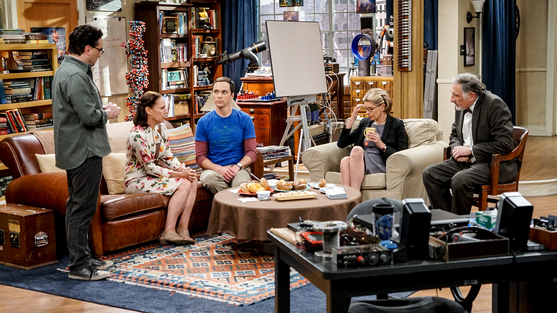 Family ties unravel when Sheldon and Leonard's parents reunite after an eventful evening.