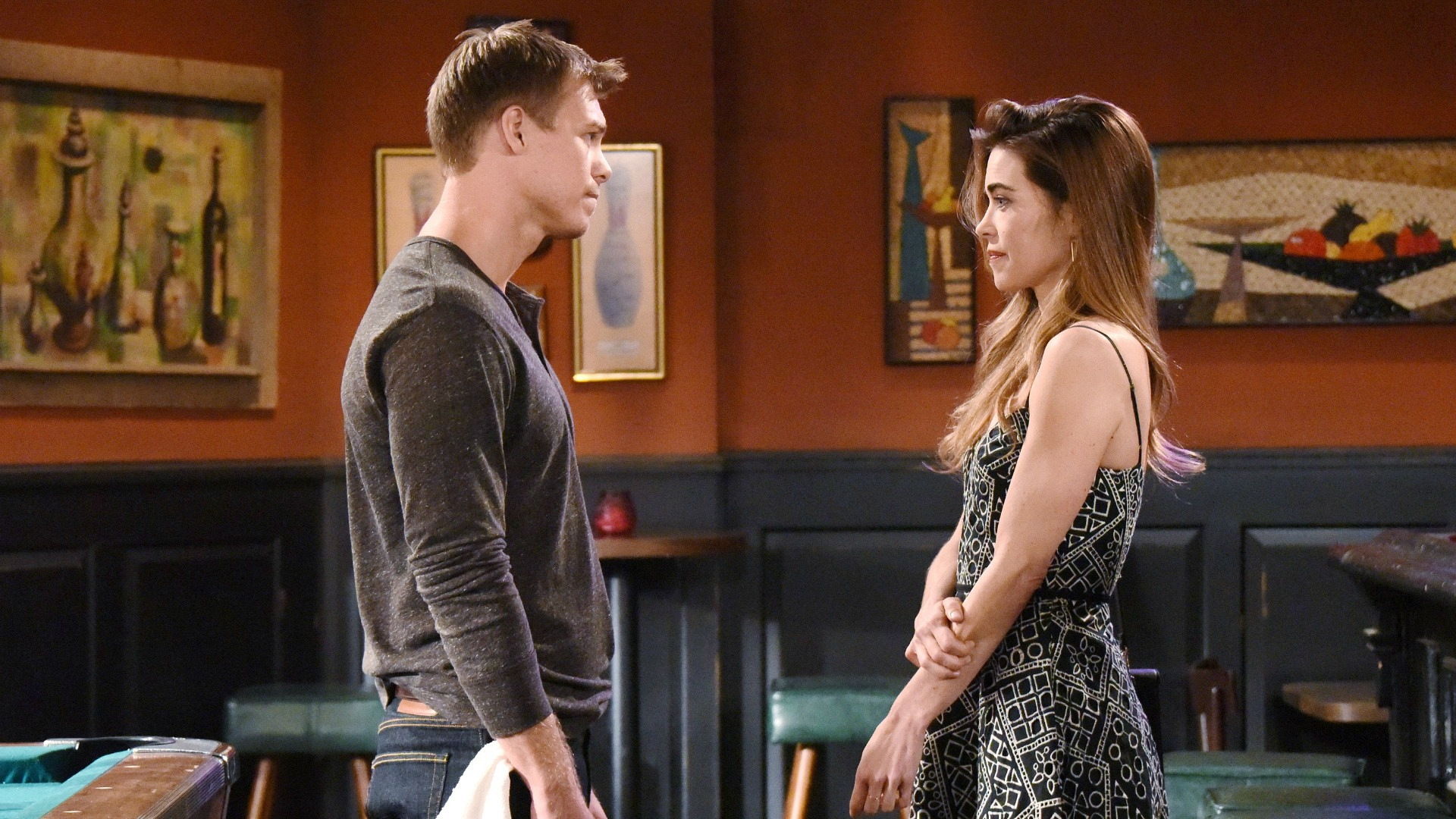 Victoria makes amends with Travis.