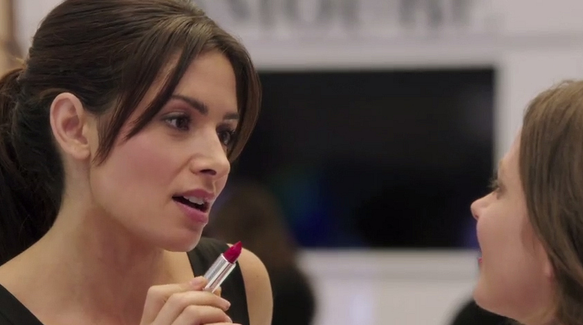2. Shaw looked great (and so happy!) in her new role as a makeup-counter girl.
