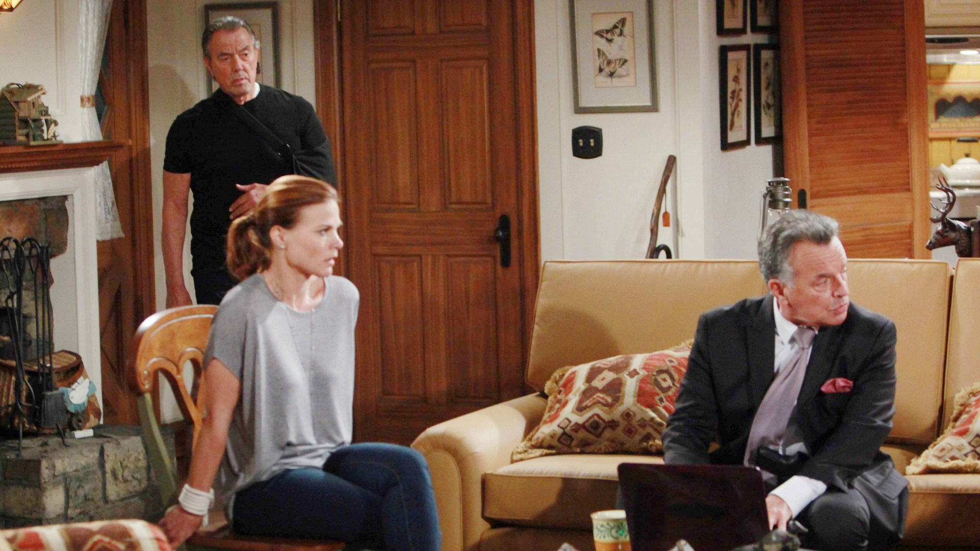 Victor escapes jail to save Nikki and Phyllis
