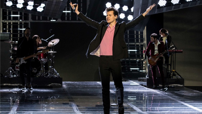 Watch Harry Styles Miguel And More Stars Perform At The