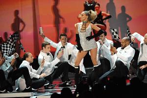 9 Jaw-Dropping Moments From Jennifer Lopez at Fashion Rocks