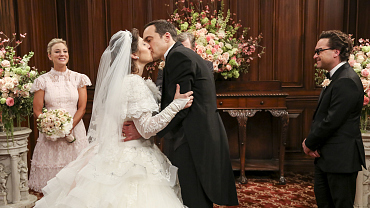 "How The Big Bang Theory Producers Said ""Yes"" To Amy's Wedding Dress"