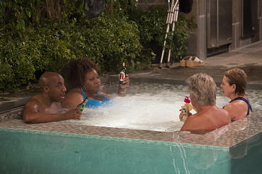 First Look: Hot Tub Meet Hot Heads On Life In Pieces