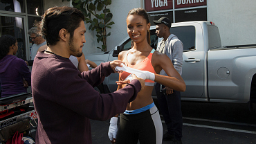 Victoria\'s Secret Angel Jasmine Tookes Guest Stars On Life In Pieces