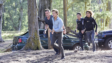 MacGyver Teams Up With The Hawaii Five-0 Task Force After A Natural Disaster