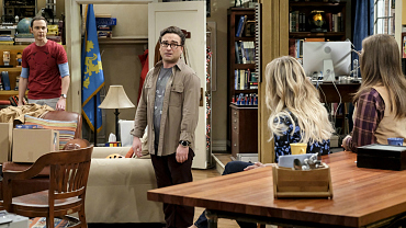 Sheldon And Leonard Scuffle As They Shuffle Belongings On The Big Bang Theory