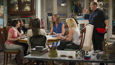 First Look: Kevin Crashes Donna\'s Book Club