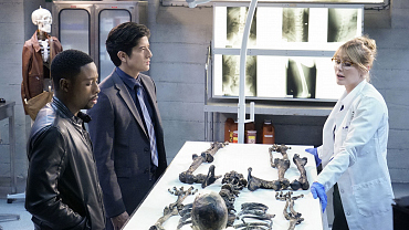 First Look: Rush Hour, 'Knock, Knock... House Creeping!'