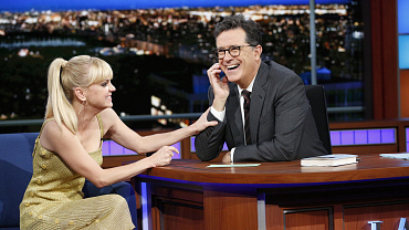 Anna Faris Gets Stephen Colbert All Flustered
