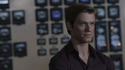 Lucas Till Picks Some Of MacGyver's Most Brilliant Hacks