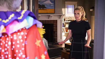 First Look: Amy And Allison Clown Around