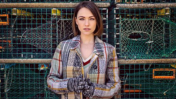 Violett Beane Looks Oh-So-Pretty In These Fall Fashion Photos