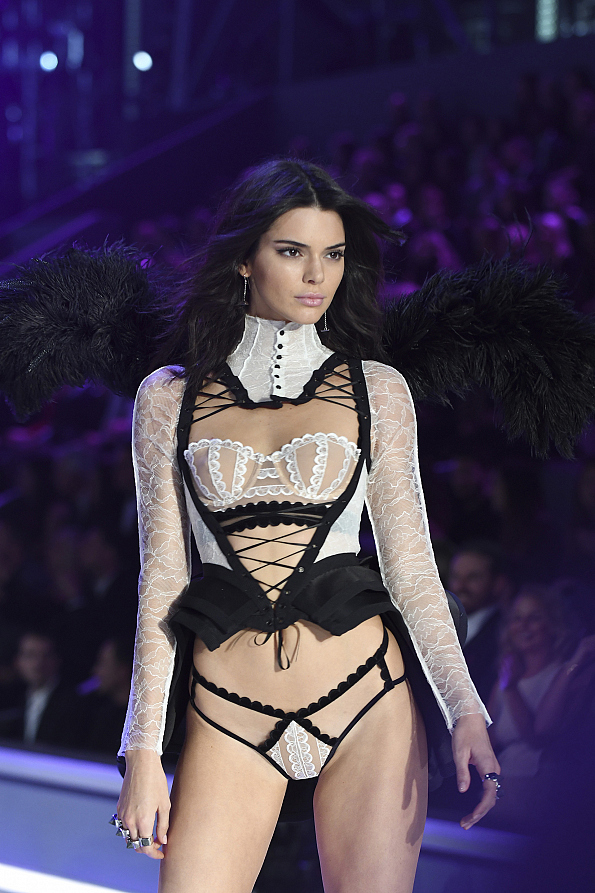 Carol Burnett 50th Anniversary Show >> Best Looks From The 2016 Victoria's Secret Fashion Show - Page 54 - Victoria's Secret Fashion ...